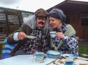 Susan og Bodil hjalp til på Sværdkamp sidste år, hvor de bl.a. stod på post på dagløbetklædt ud som plejehjemsbeboere.